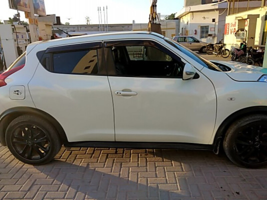 Nissan Juke 1.5 Red Interior 2011