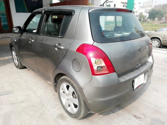Suzuki Swift 1.3 DLX 2012