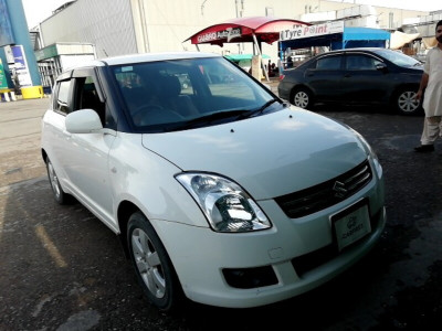 Suzuki Swift 1.3 DLX with Navigation 2018